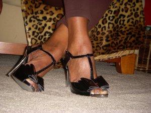 Aunt Tracey in Halli Sandals