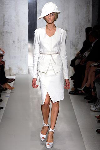 DK_white suit