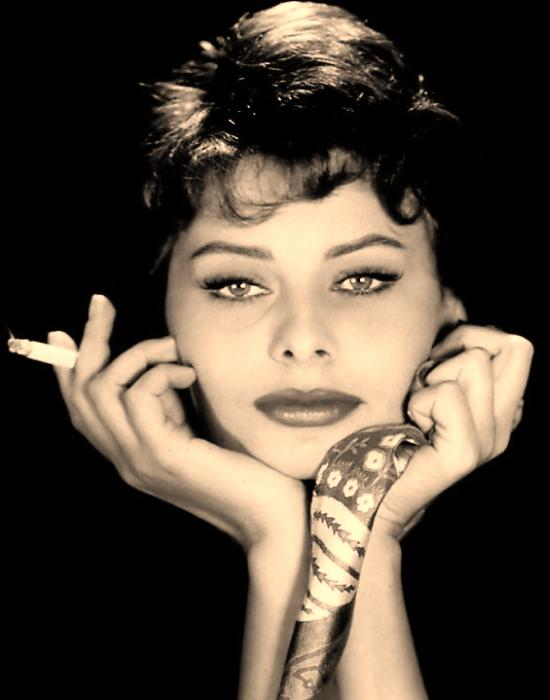 http://clearlyfabulous.files.wordpress.com/2010/05/sophia_loren_nickname_01.jpg