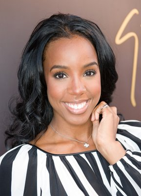 http://clearlyfabulous.files.wordpress.com/2011/05/kelly_rowland_striped_face.jpg